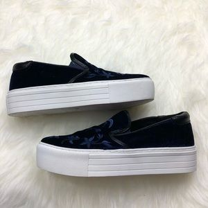 98a0350a919 Kenneth Cole Shoes - NWOT Kenneth Cole Alesy Velvet Platform Sneakers